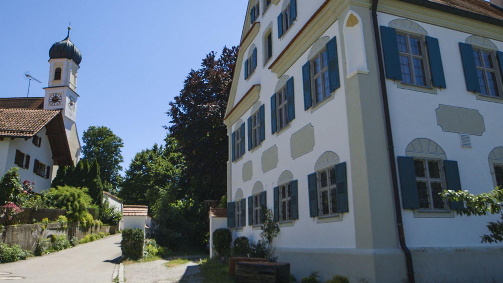 Pfarrhaus in Hochdorf - aufwändig renoviert nach alten Schablonen.