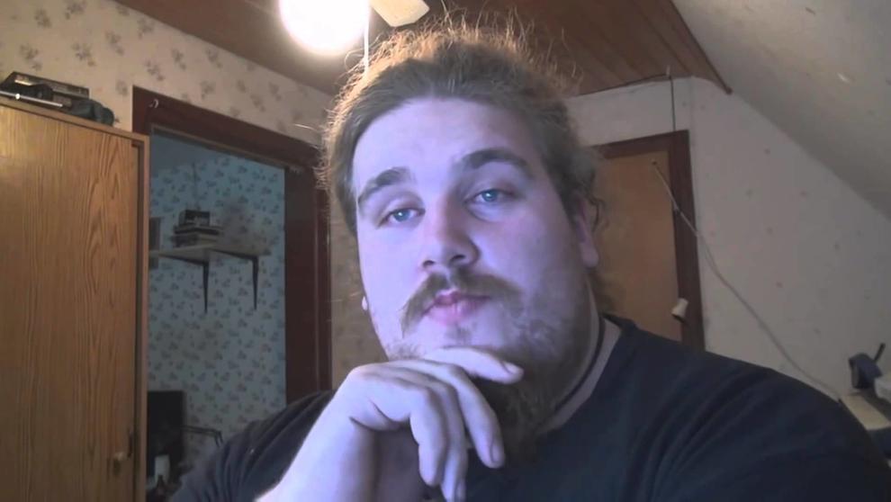 """""""Drachenlord"""" in einem seiner Videos   Bild:YouTube"""