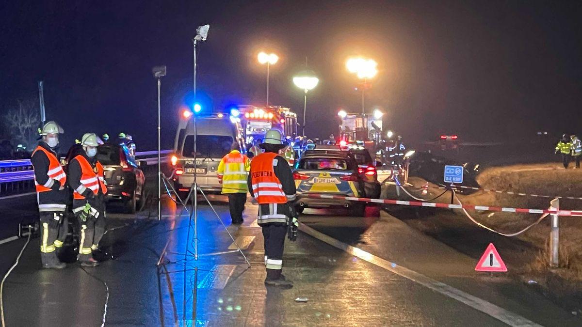 Zwei Polizisten auf der A6 schwer verletzt