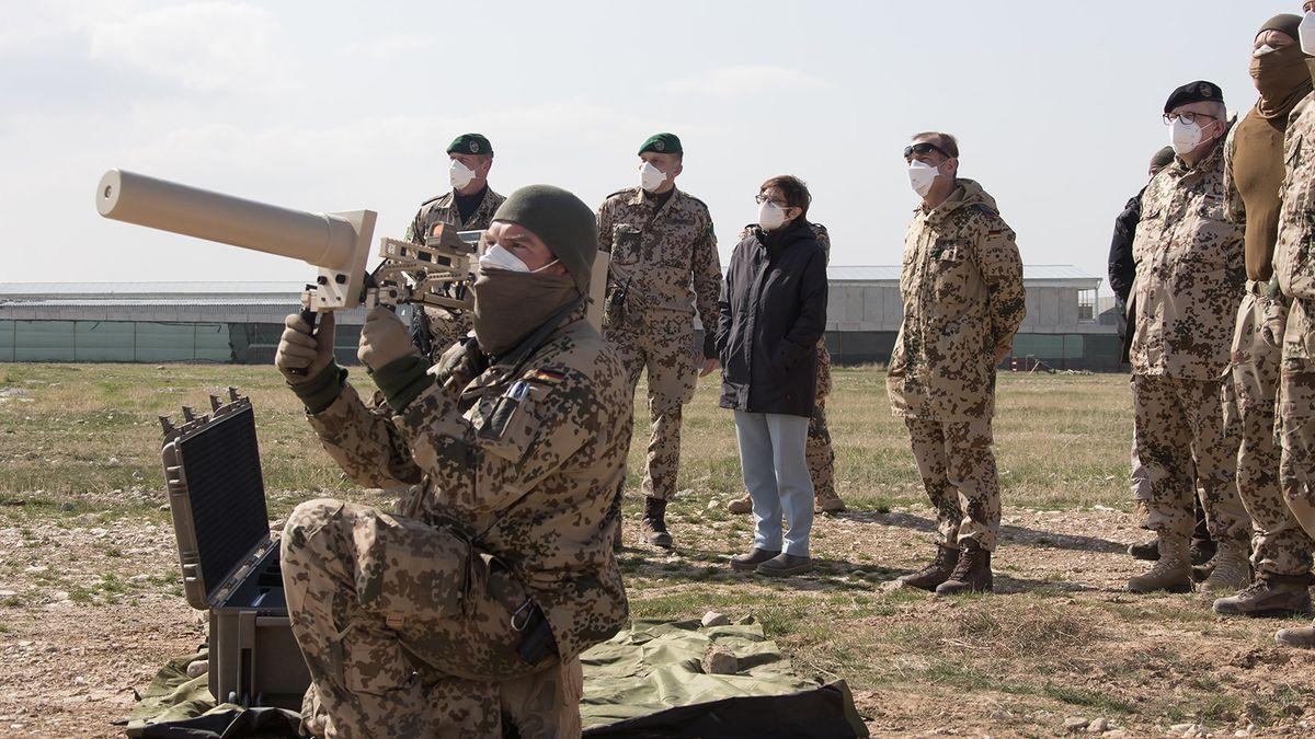Bundeswehrsoldaten in Afghanistan erhalten Besuch von Verteidigungsministerin Kramp-Karrenbauer.