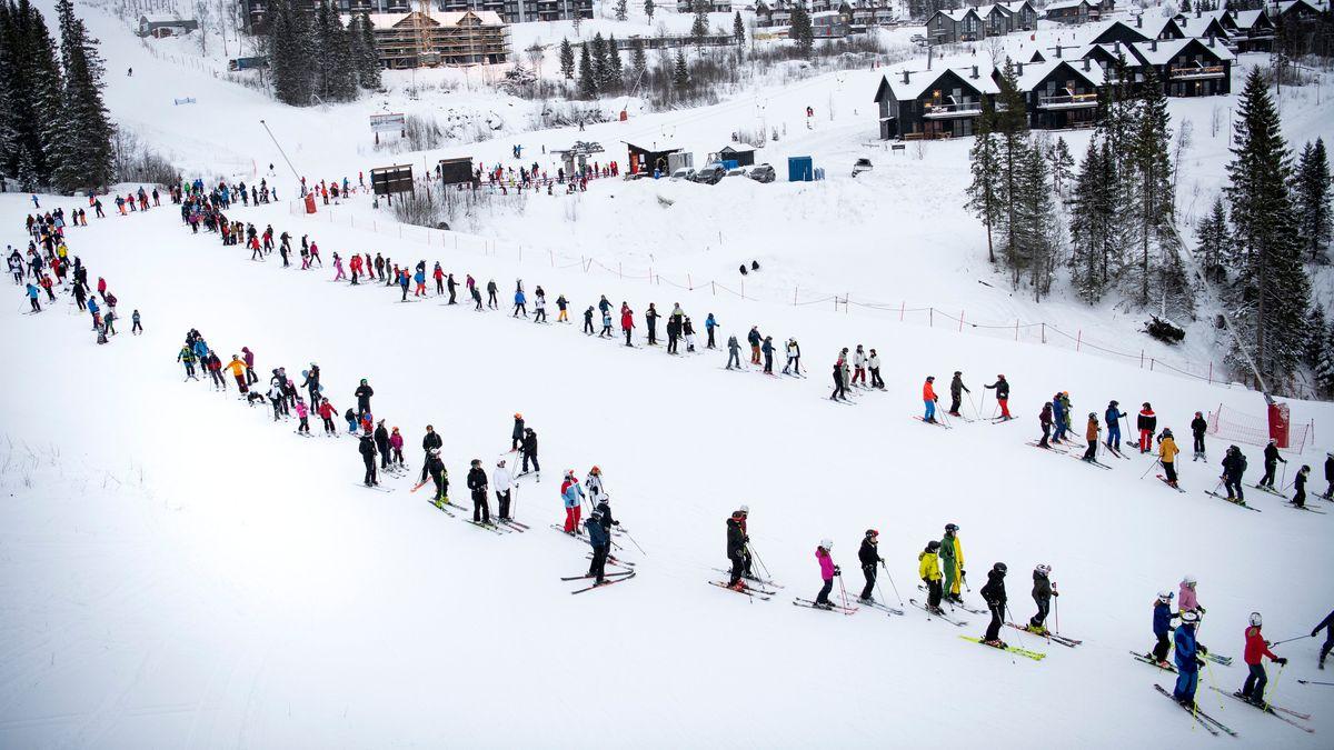 Skifahren in Schweden - und mit Abstand Warten.