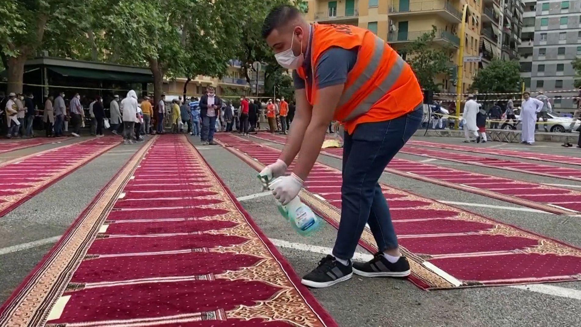 """Weltweit gehen die Muslime derzeit das """"Zuckerfest"""", das das Ende des Fastenmonats Ramadan bildet."""