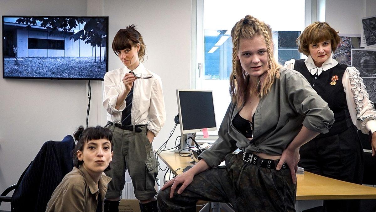 Filmstill: v.l.n.r.: Zeynep Bozbay, Julia Windischbauer, Gro Swantje Kohlhof, Annette Paulmann