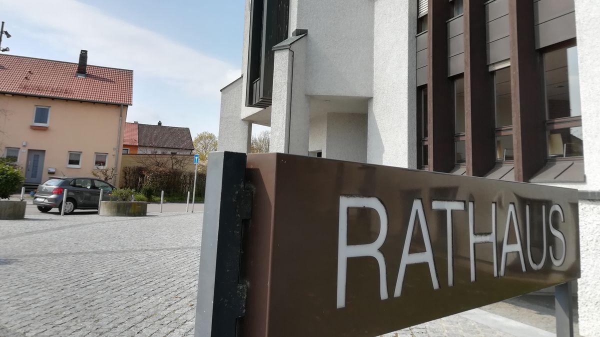 Der Tatort am Rathaus Neutraubling.