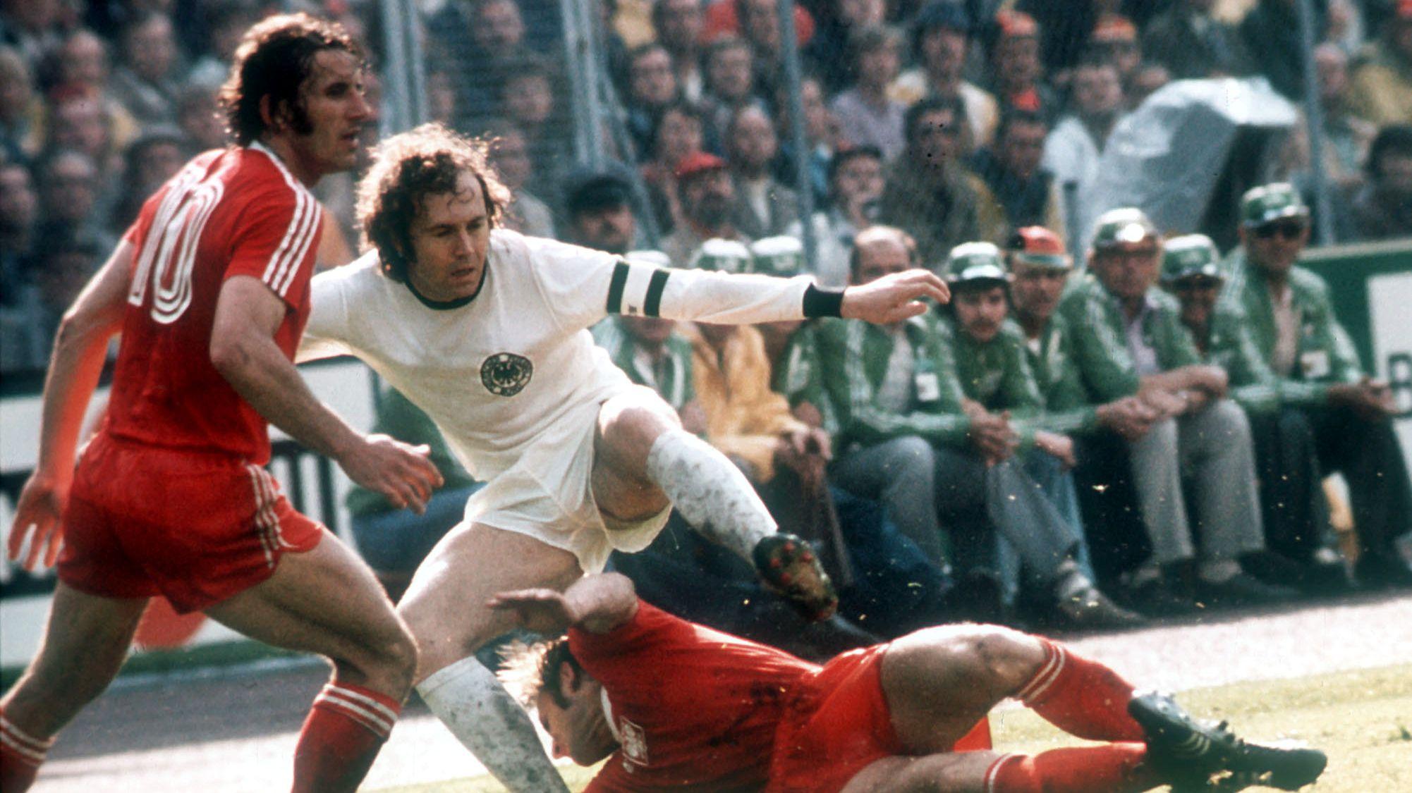 Spielszene Deutschland - Polen bei der Fußball-WM 1974