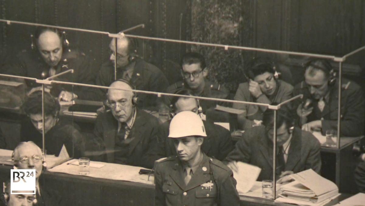 Ein Schwarz-Weiß-Foto beim Nürnberger Prozess.