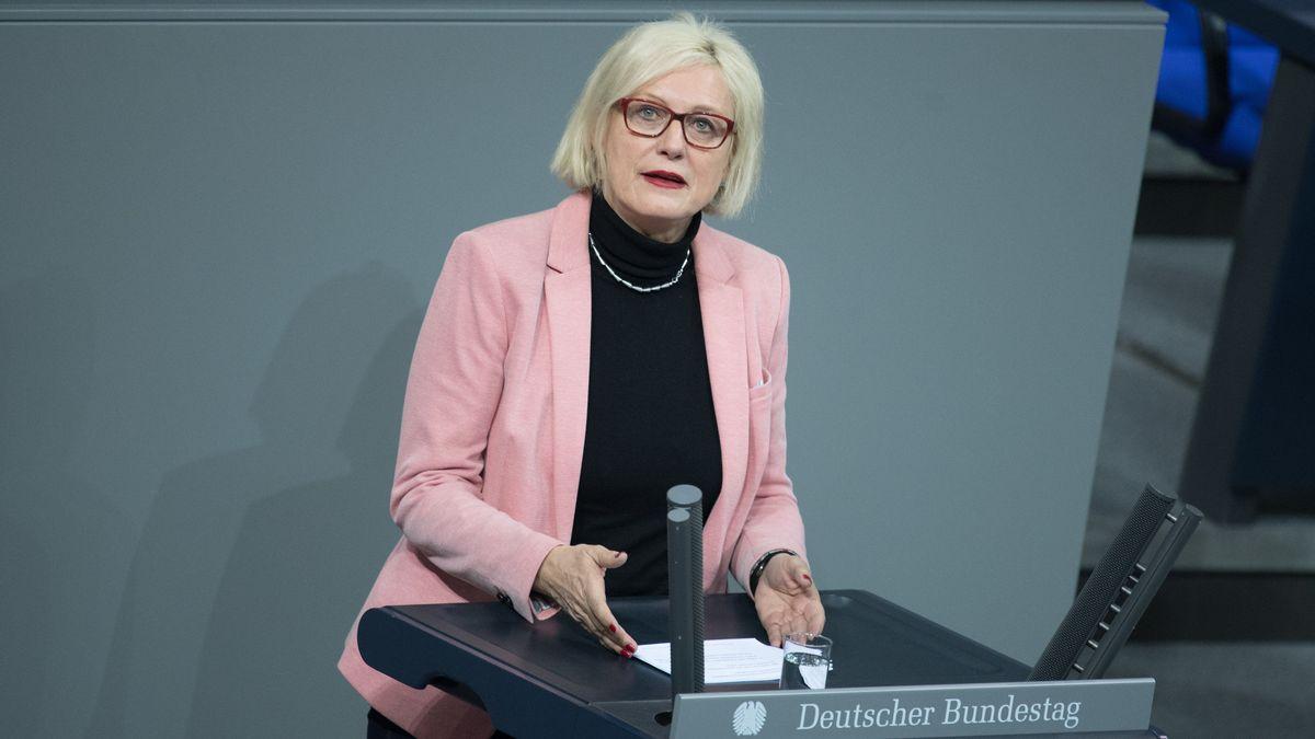 Dagmar Ziegler (SPD) bei einer Plenarsitzung im Deutschen Bundestag.
