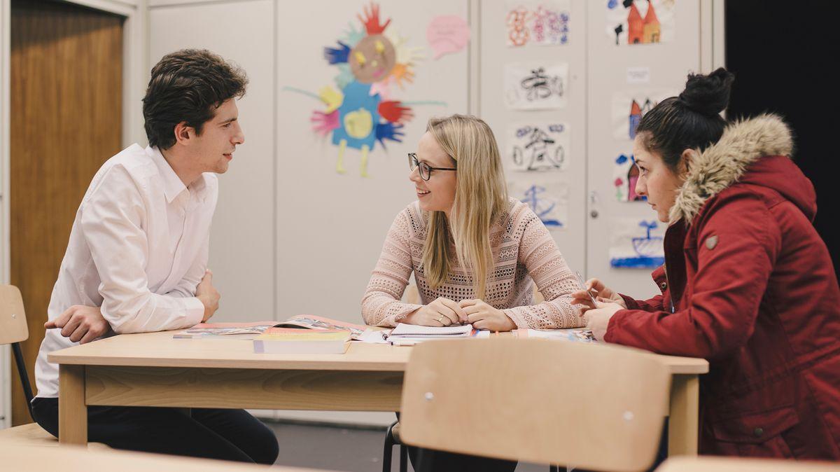 Der Verein CampusAsyl unterstützt Flüchtlinge beim lernen.