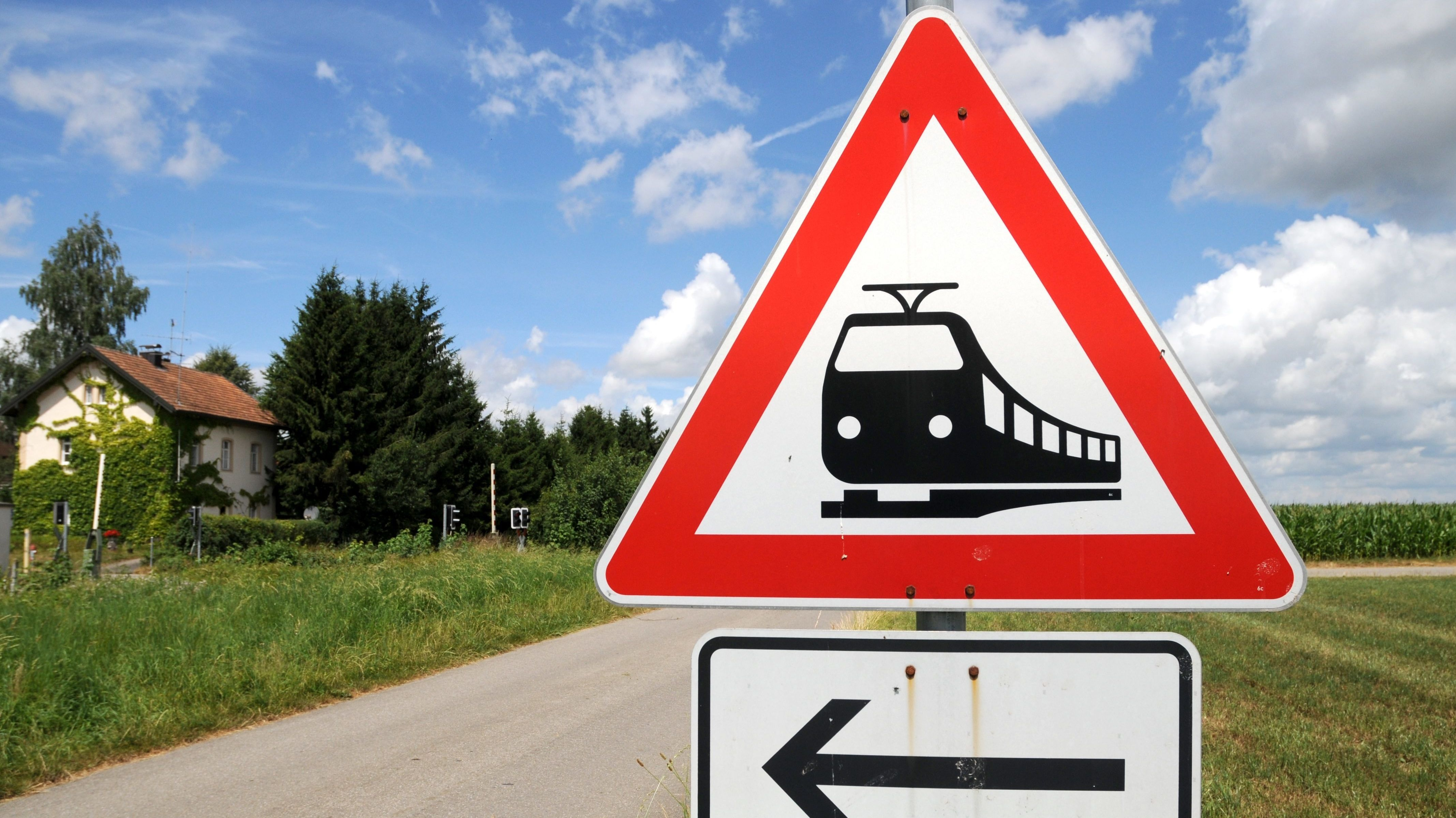Hinweisschild unbeschrankter Bahnübergang in Heimertingen