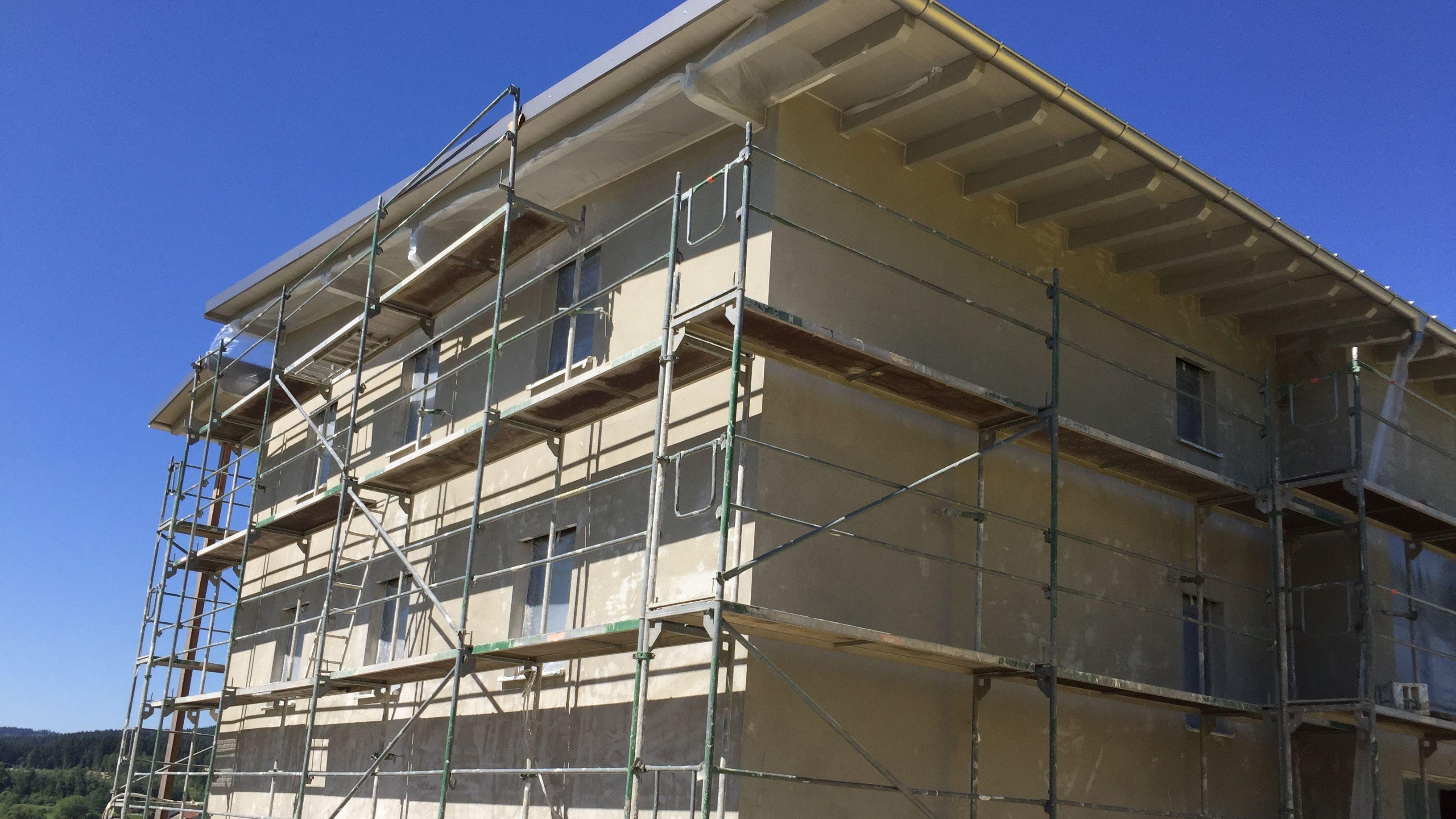 In dieses neue 6-Familien-Mietshaus zieht Familie Englmeier ein. Es war schon im Rohhbau komplett vermietet