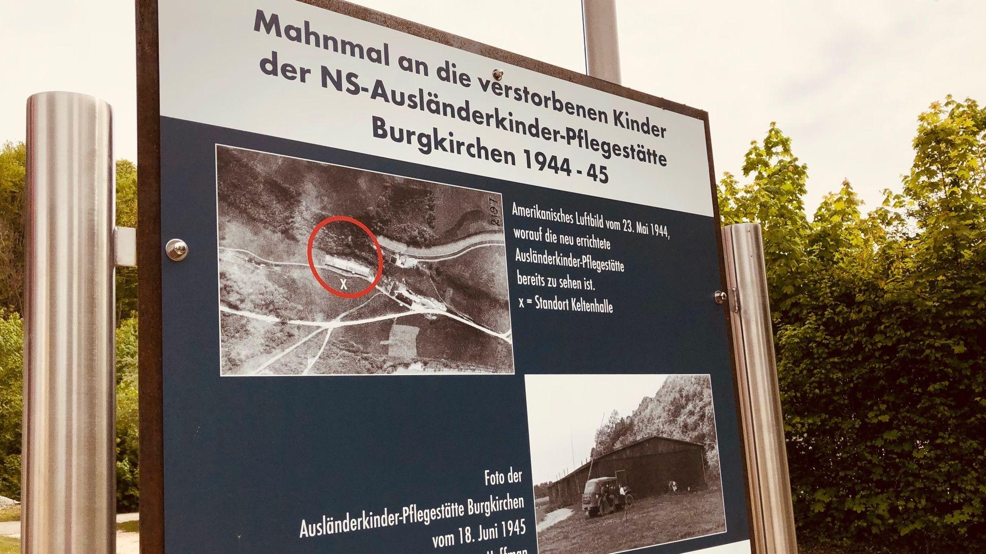 Schild an der Gedenkstätte in Burgkirchen.
