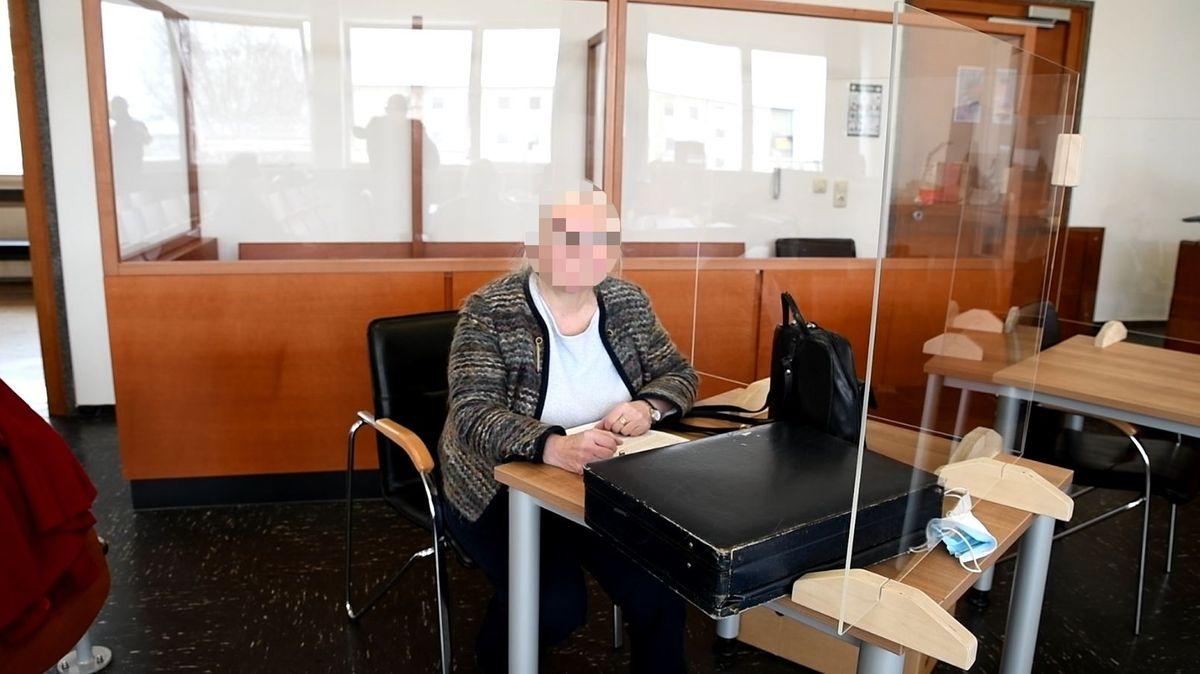 Holocaust-Leugnerin Marianne W. auf der Anklagebank im Landgericht Hof