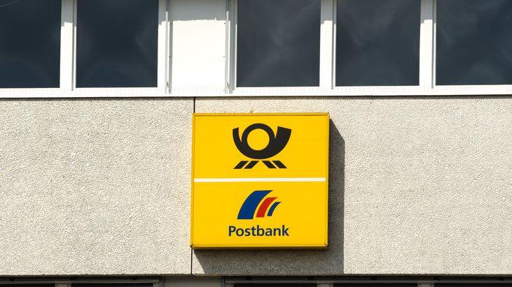 Postbank Außenfassade mit Logo