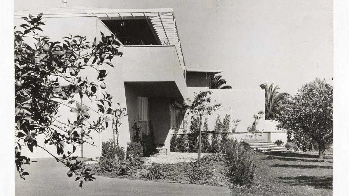 Schwarz-weiß-Foto von der modernen Villa der Manns in Pacific Palisades, nahe Los Angeles.