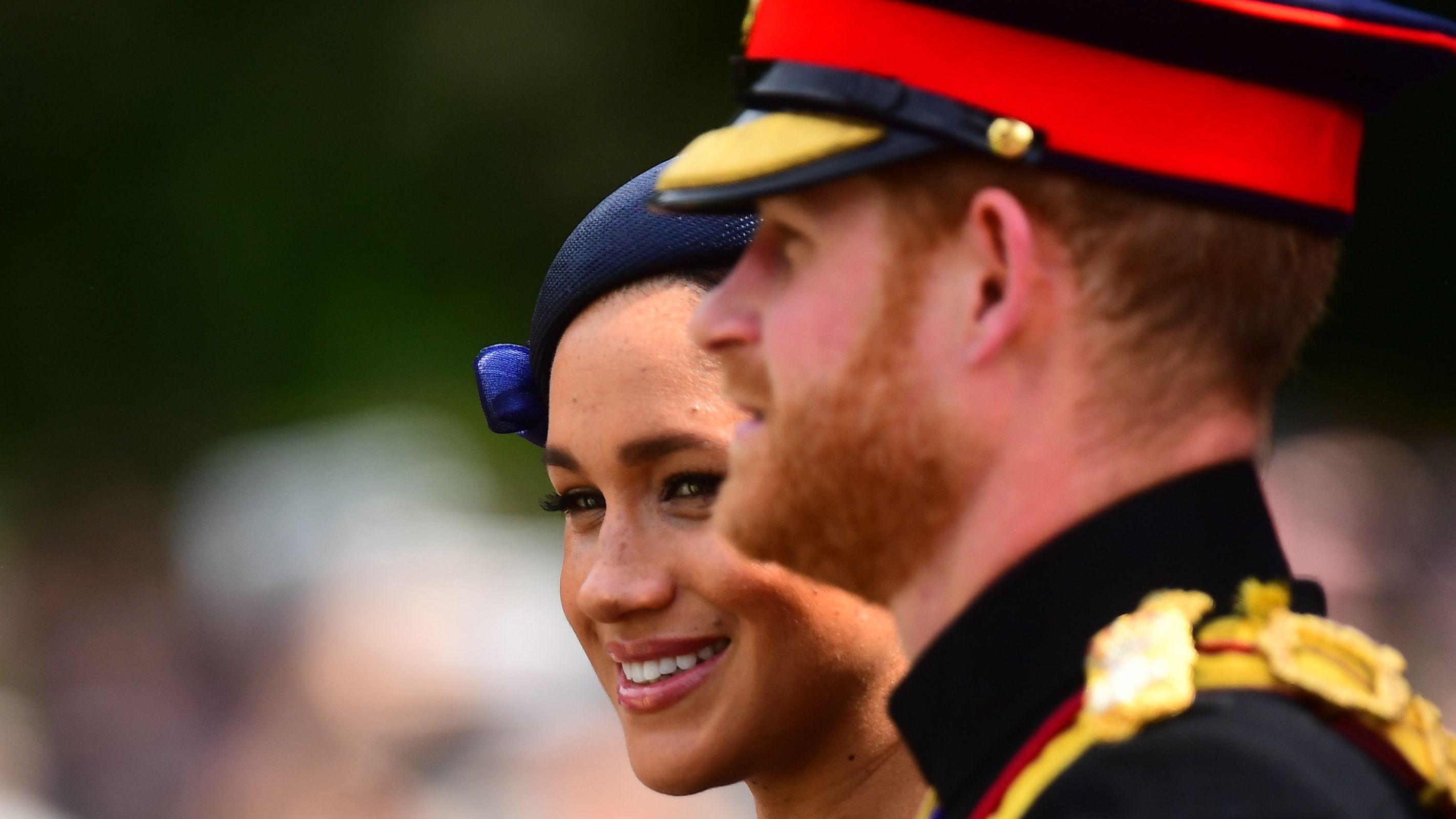 Prinz Harry und Meghan in einer Kutsche zur Horse Guards Parade