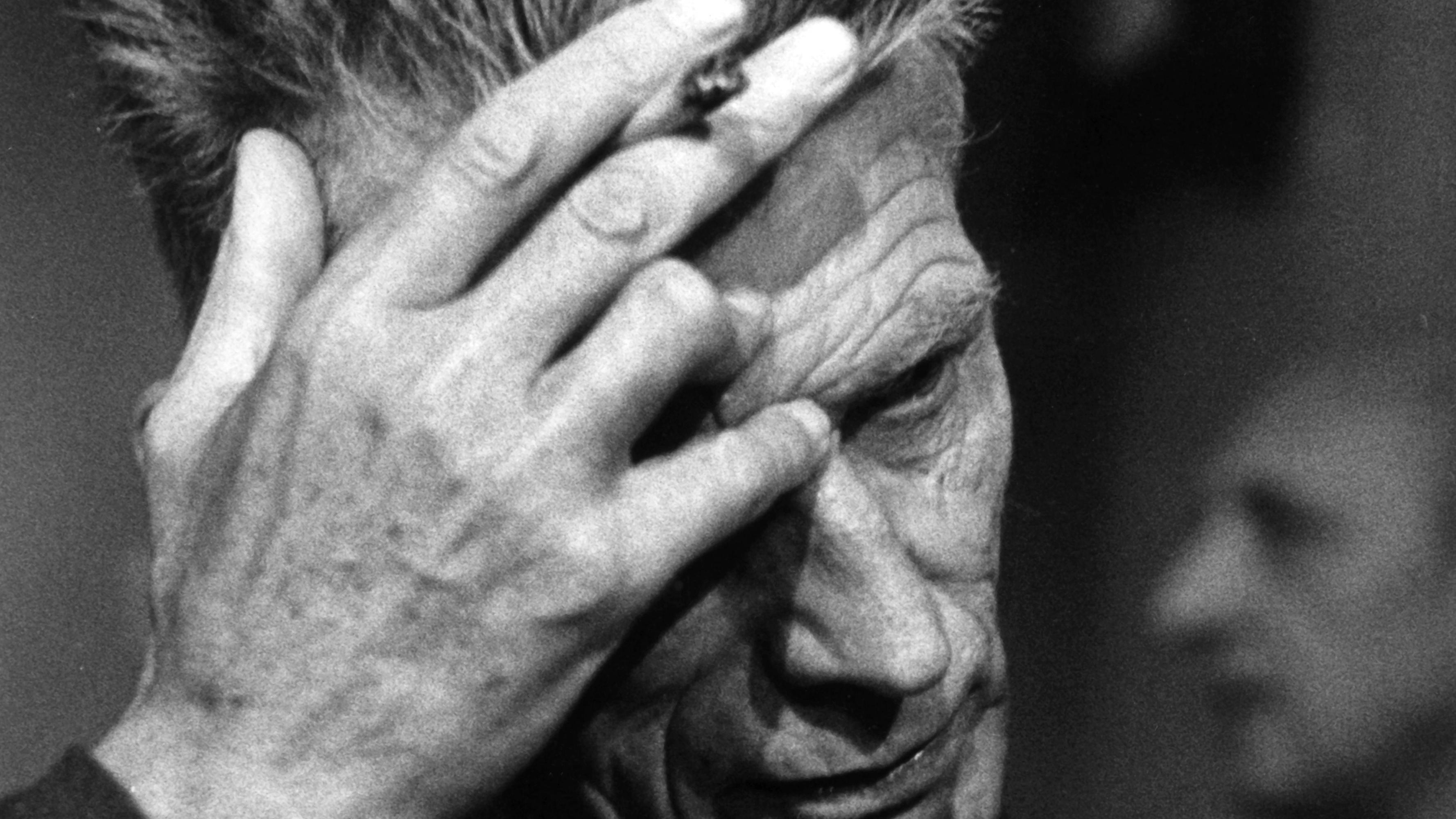Der irische Dramatiker und Schriftsteller Samuel Beckett im Porträt. Für den ungarischen Erzähler György Dragomán ist Beckett ein wichtiger Lehrmeister für das Schreiben. Dragomán hat etliche Bücher von Beckett ins Ungarische übersetzt.