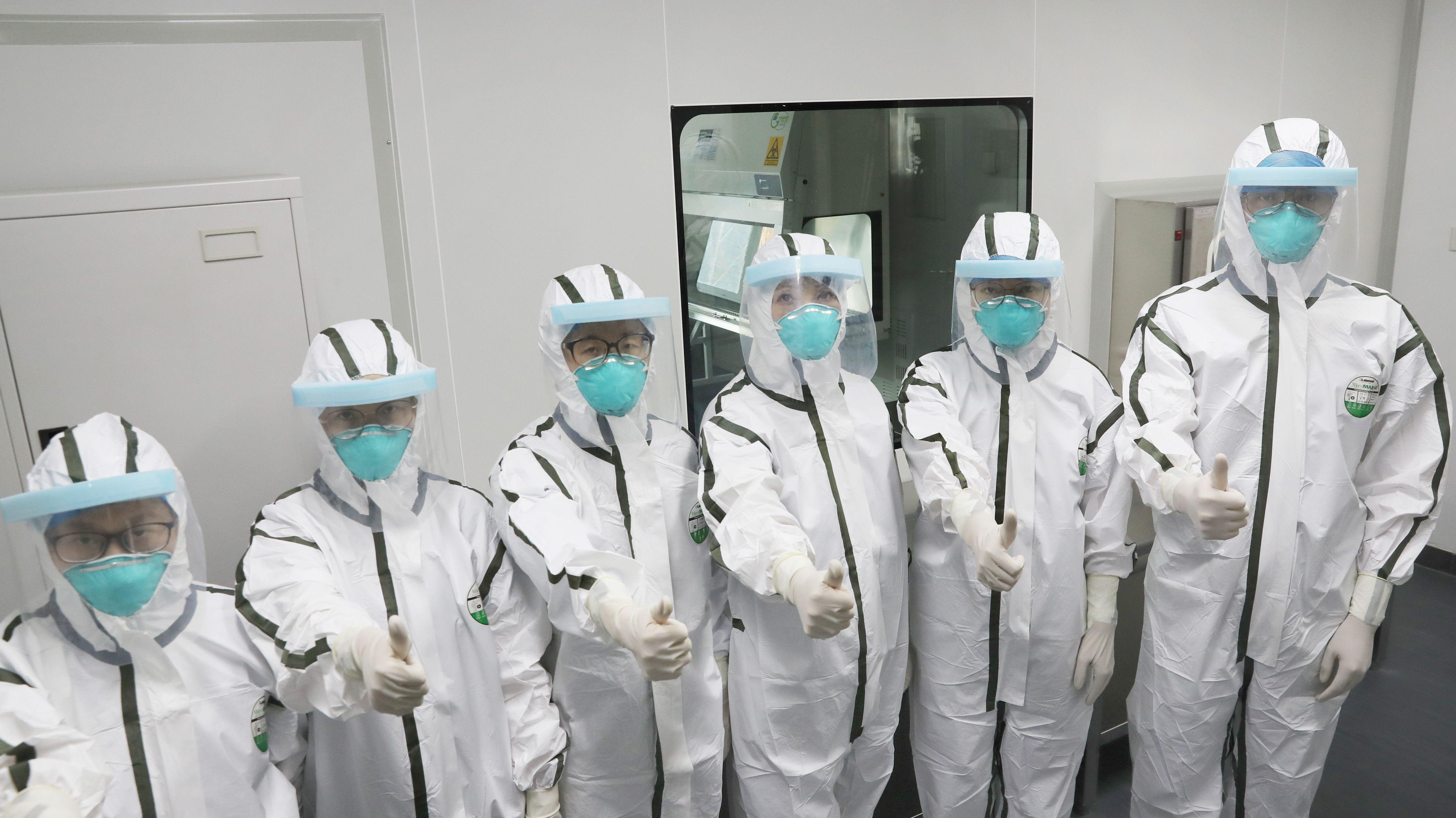 Ein chinesisches Untersuchungsteam des Zentrums für Seuchenkontrolle- und bekämpfung
