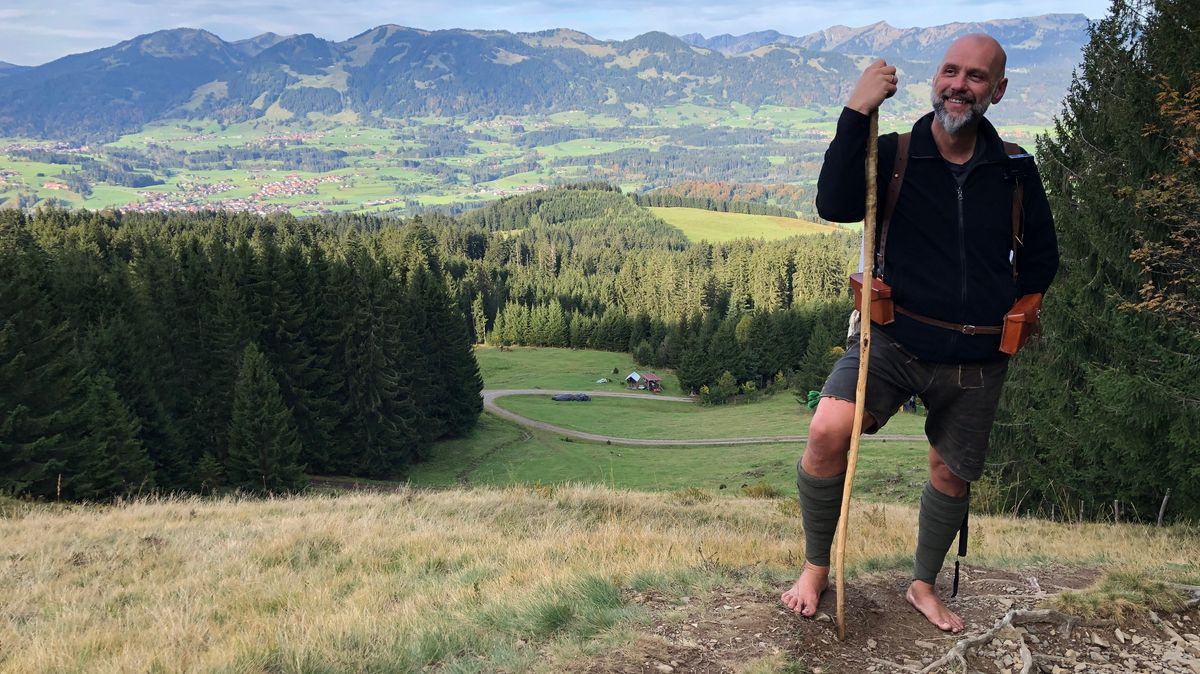So wirbt man  für einen guten Zweck - Rainer Graf, barfuß in den Bergen unterwegs