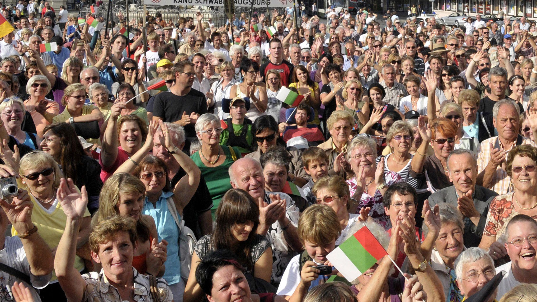 Menschenmenge in Augsburg (Symbolbild)