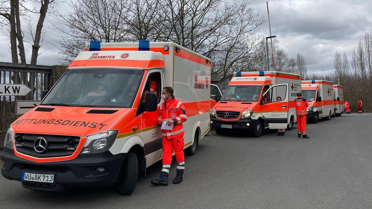 Bei einem Brand in einer Schule in Würzburg am Heuchelhof wurden die Rettungs- und Hilfskräfte der Hilfsorganisationen alarmiert.