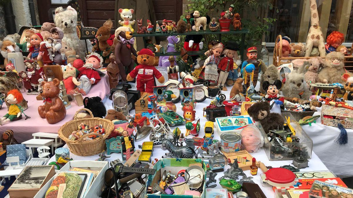 Stand mit Spielzeug in Fürth.