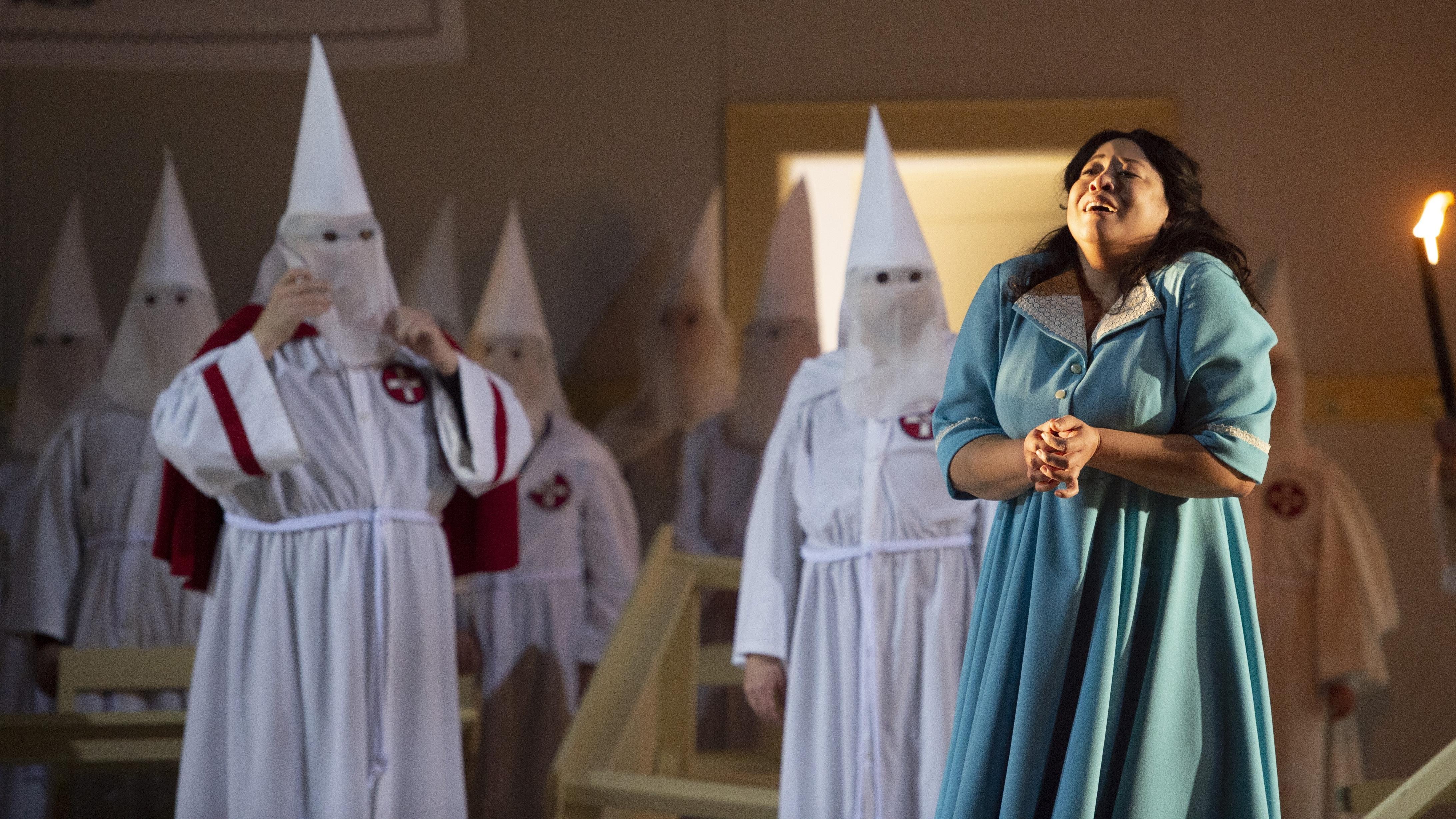 Donna Leonora (Michelle Bradley) betet umsonst
