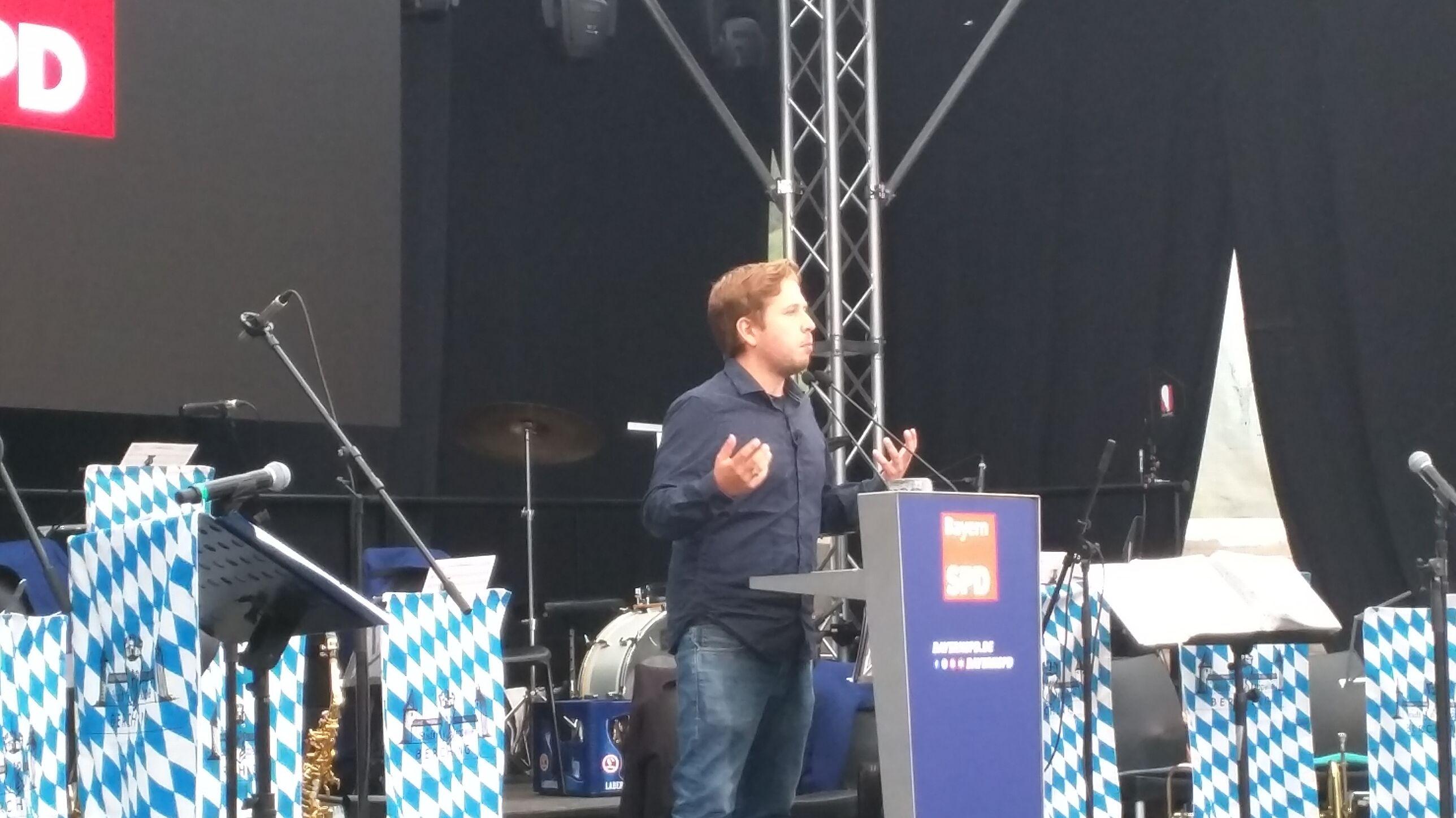 Juso-Chef Kevin Kühnert (SPD) bei seiner Rede beim Gillamoos