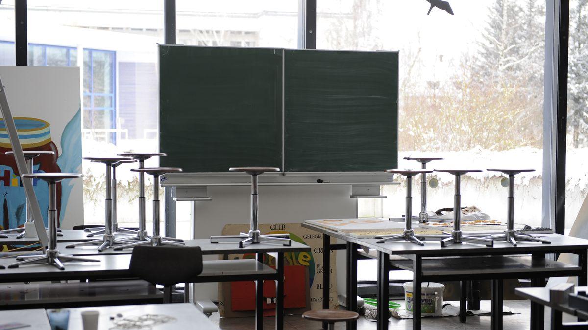 Schulausfall wegen Coronavirus: Leeres Klassenzimmer (Symbolbild)