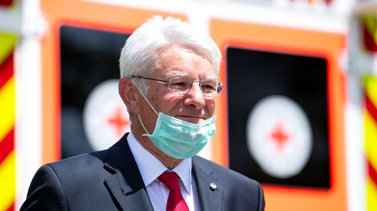 Theo Zellner, Präsident des Bayerischen Roten Kreuzes.