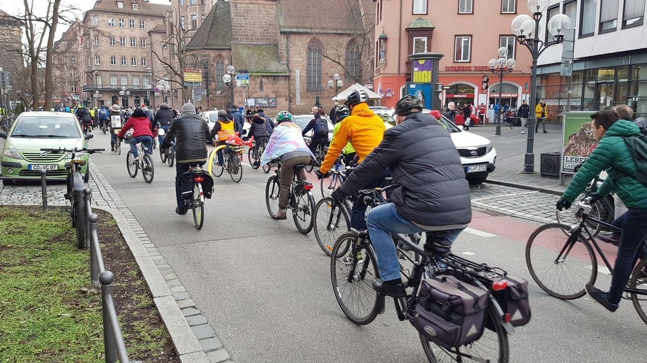 Radfahrer in der Nürnberger Königsstraße
