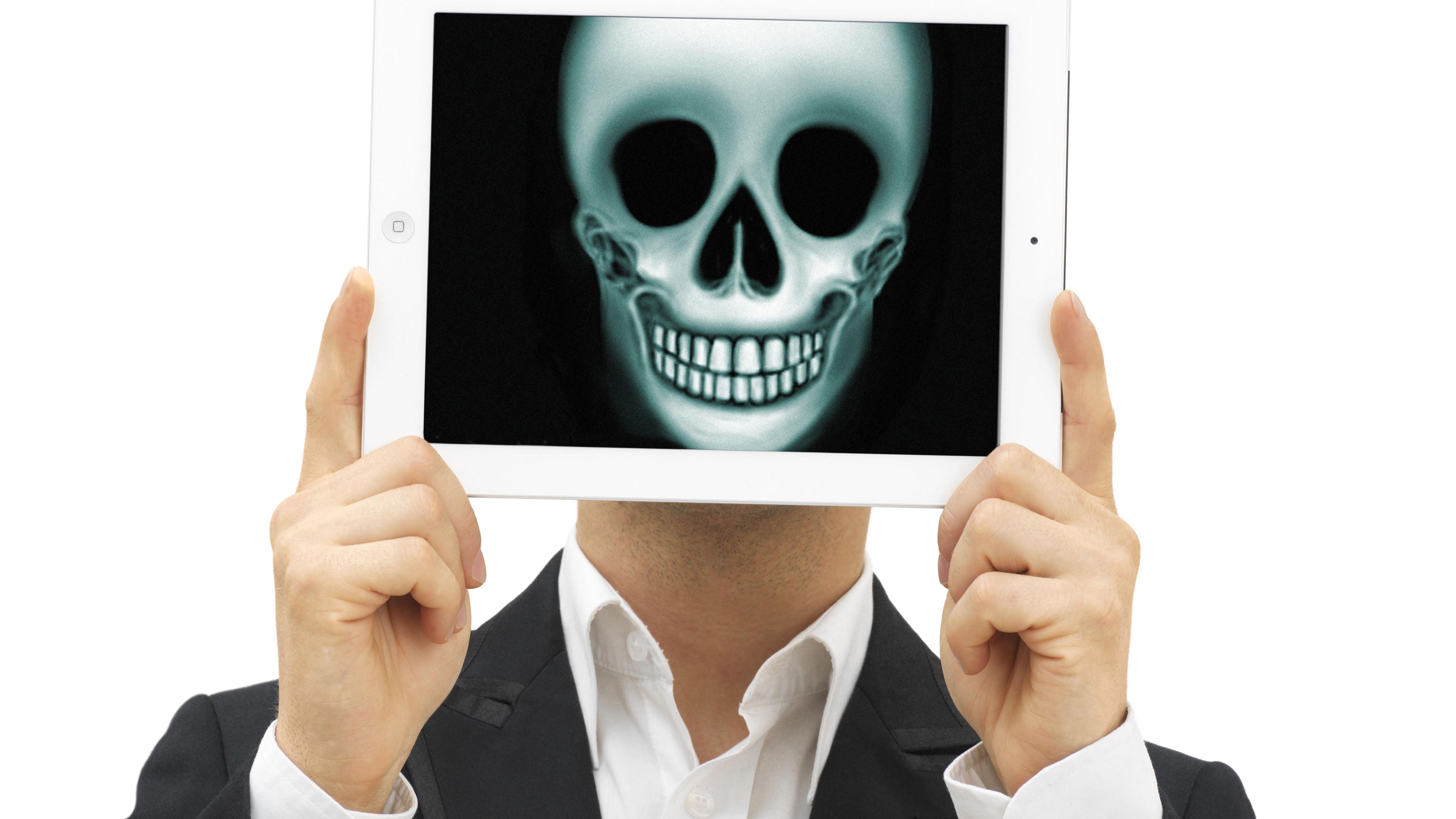 Tablet mit Totenkopf