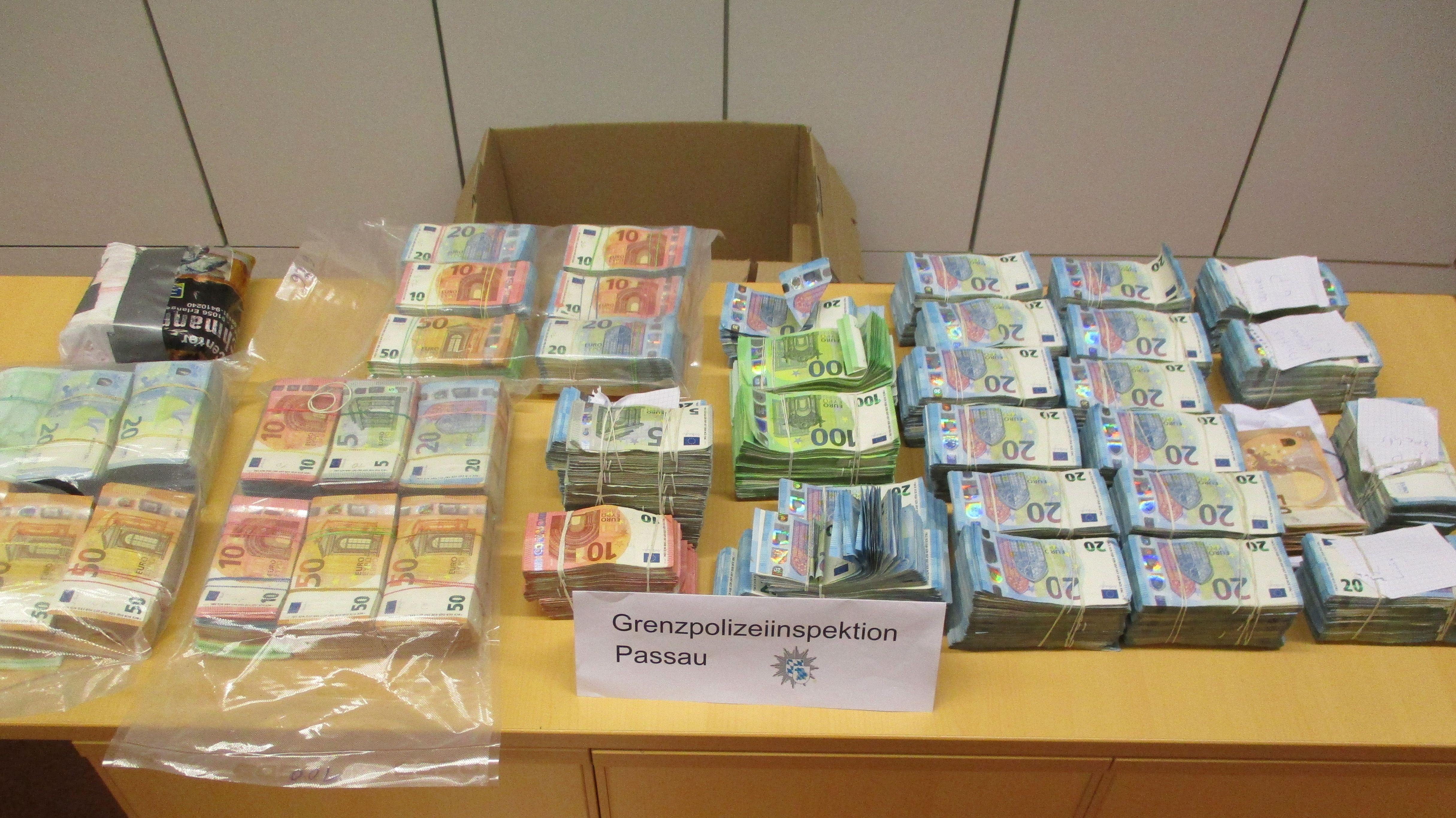 Die sichergestellten Geldscheine im Wert von 1,1 Millionen Euro