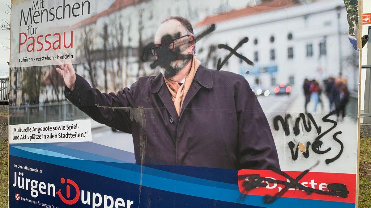 Beschmiertes Wahlplakat der SPD in Passau