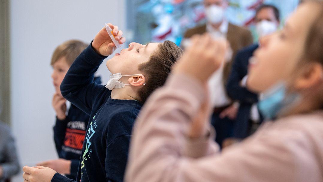 Coronavirus - Tests an einer Grundschule