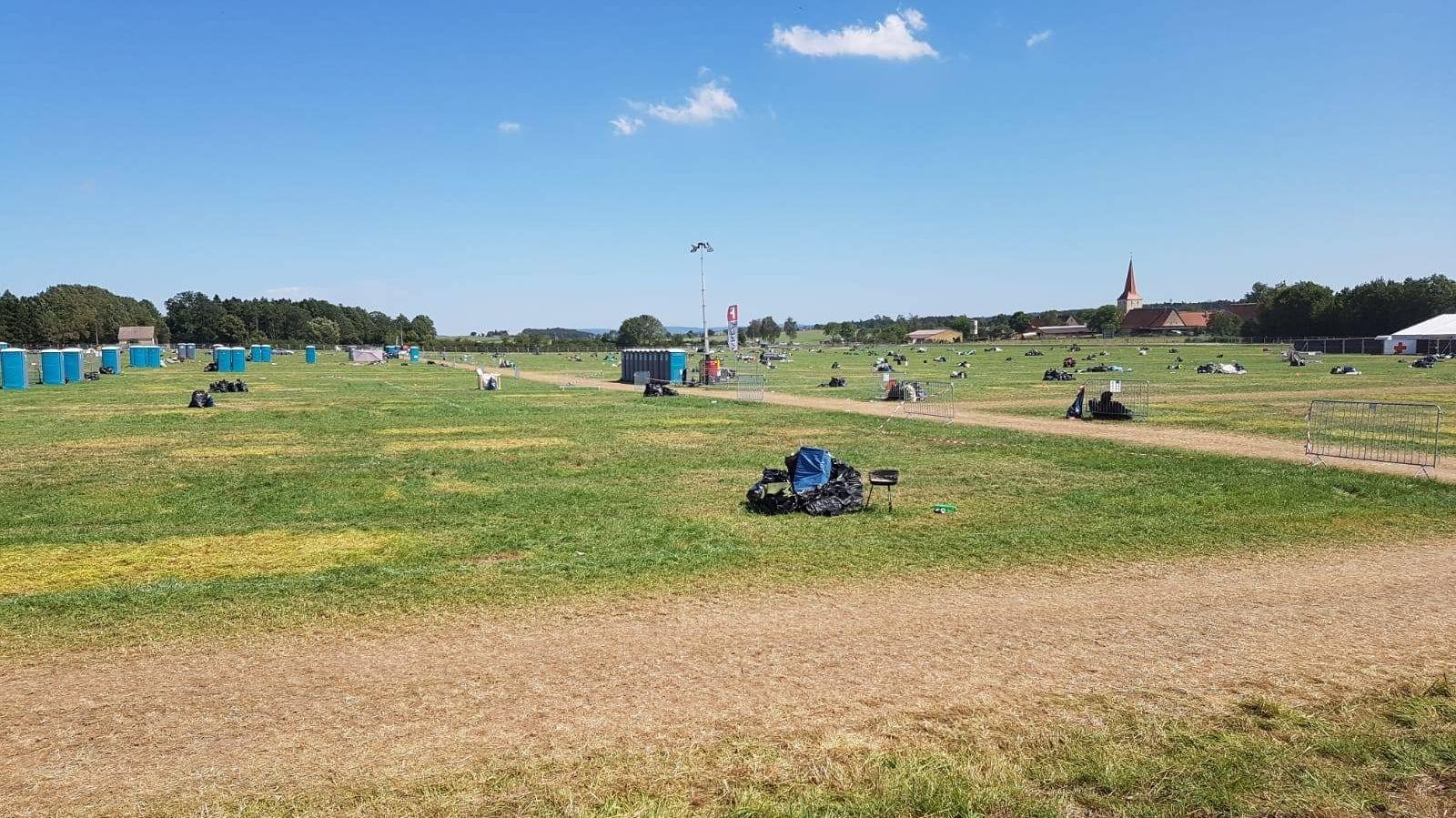 Der Campingplatz ist nach dem Summer Breeze Festival ist fast sauber – noch vor den Aufräumarbeiten der Organisatoren.