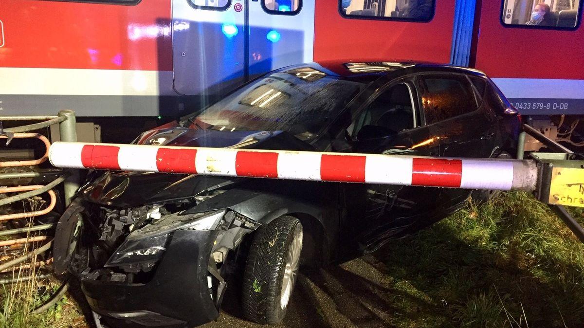 In Grafing ist ein Auto mit einer S-Bahn zusammengestoßen.