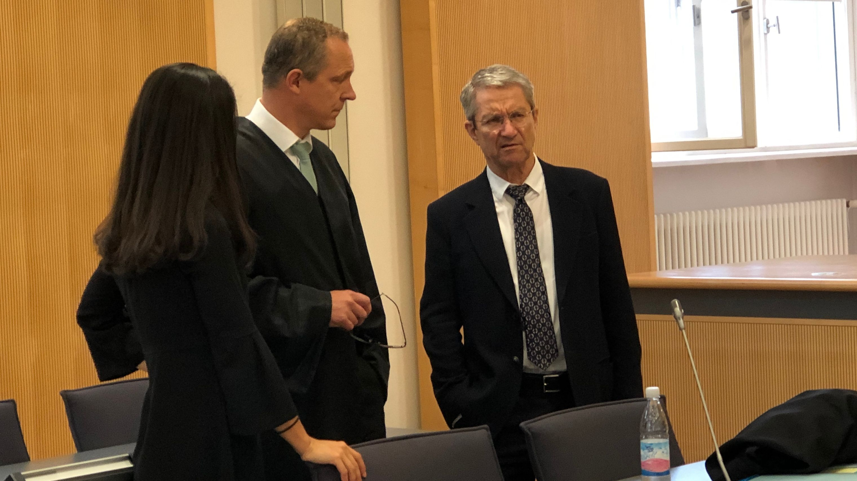Anwalt Jörg Meyer mit seinem Mandanten Volker Tretzel.
