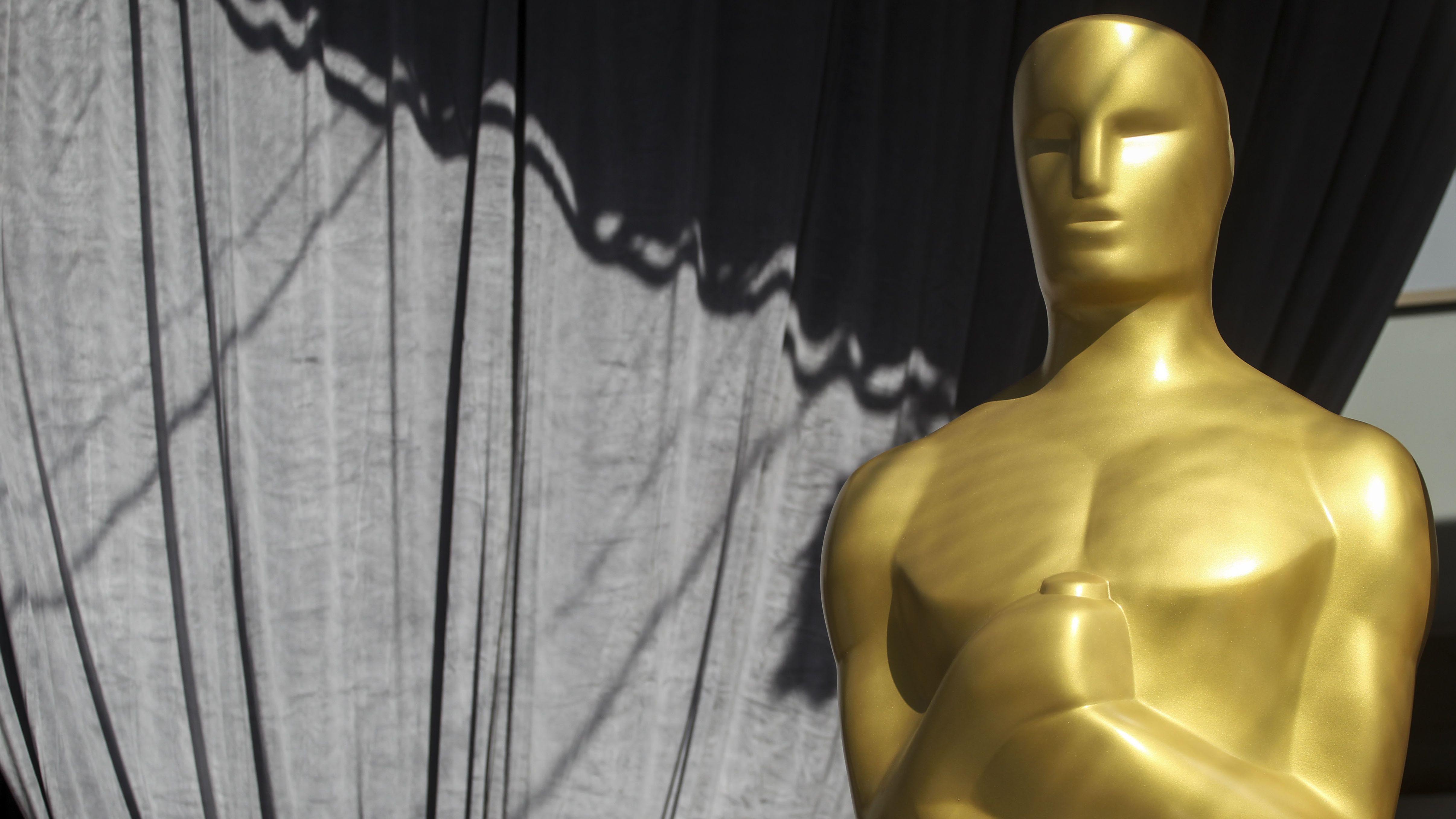 goldfarbene lebensgroße Oscars-Figur