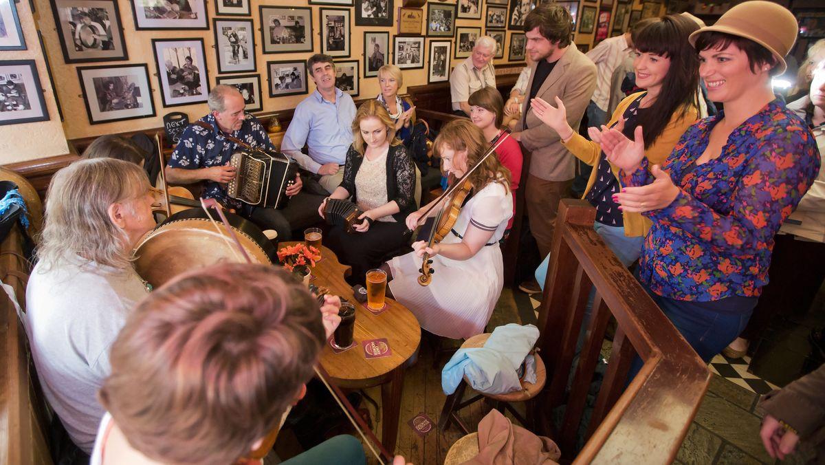 Livemusiker in einem Pub in Galway