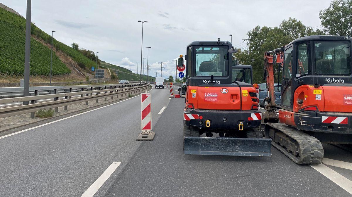 Baustellen-Fahrzeuge auf der B27 bei Würzburg