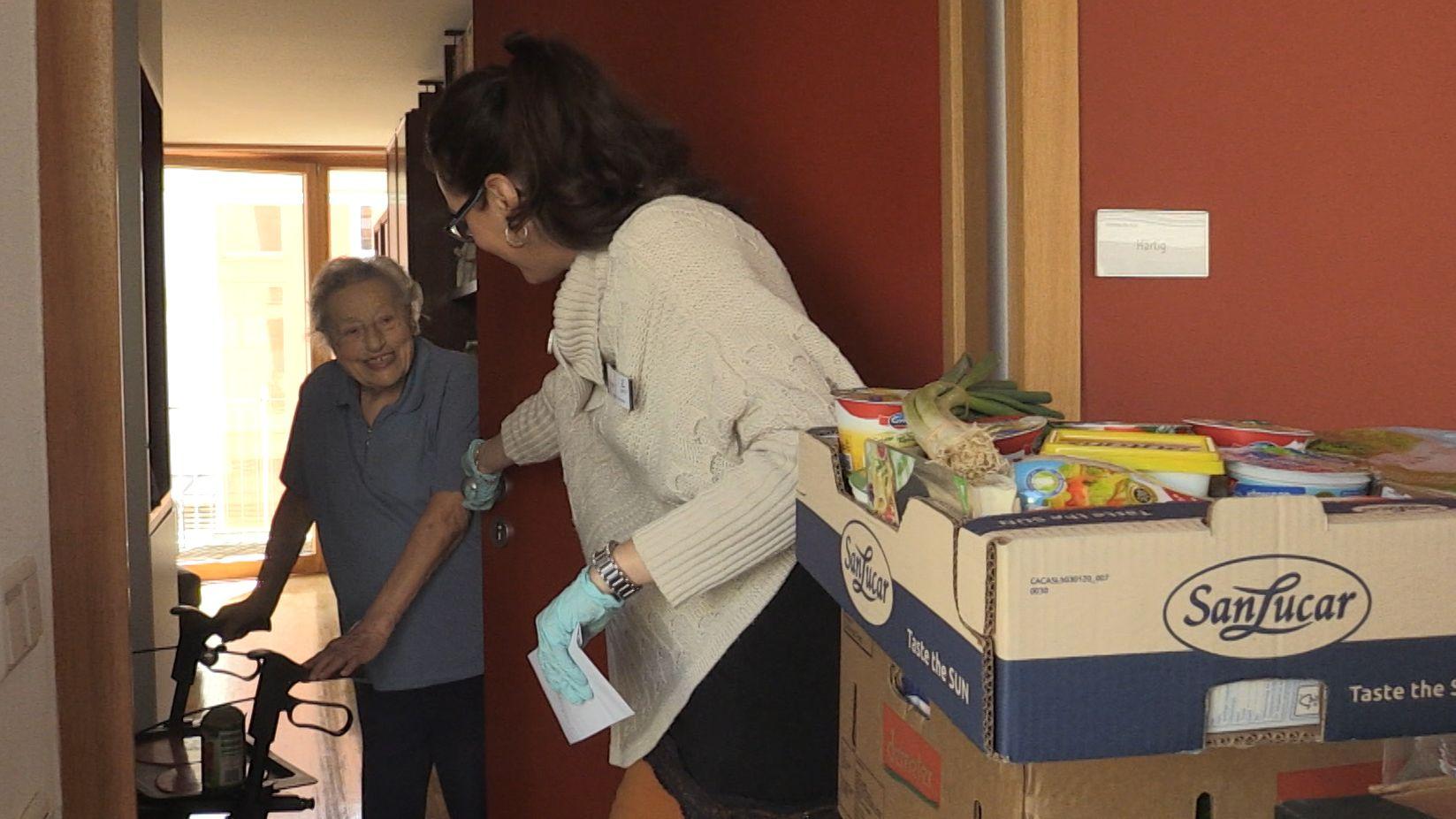 Mitarbeiter der Stadt Landsberg liefern Senioren Lebensmittel aus