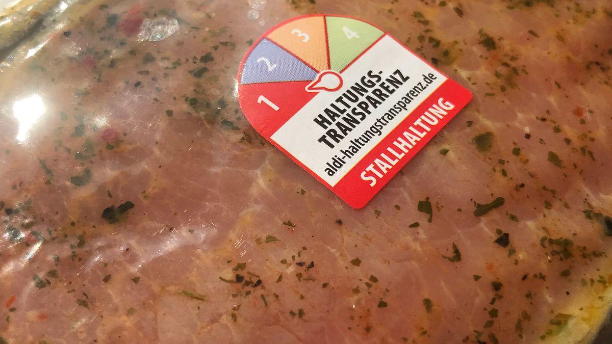 Diesem Tier ging es eher bescheiden: Fleisch der niedrigsten Tierwohl-Kategorie 1 bei Aldi
