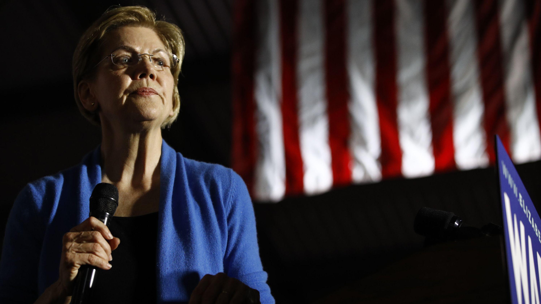 """Elizabeth Warren, demokratische Bewerberin um die Präsidentschaftskandidatur, spricht während einer Veranstaltung am Super Tuesday""""."""