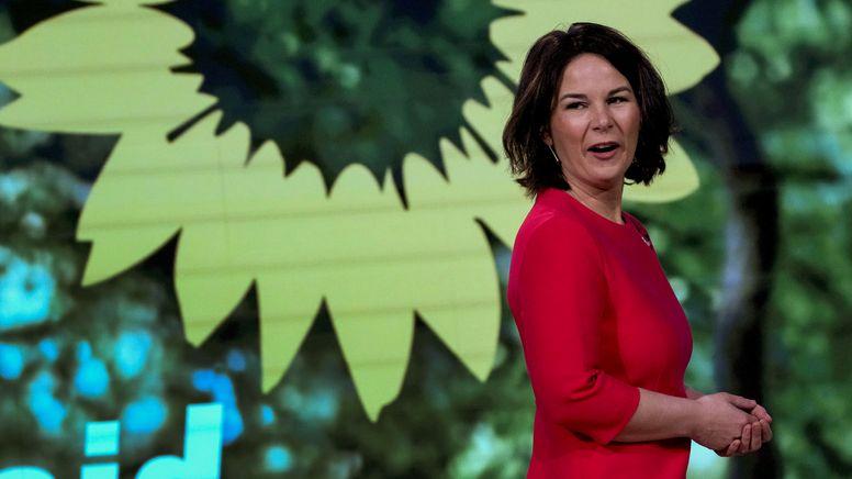 Grünen-Chefin Baerbock ist auf dem Bundesparteitag offiziell zur Kanzlerkandidatin gekürt worden.   Bild:Reuters/Pool/Michael Sohn