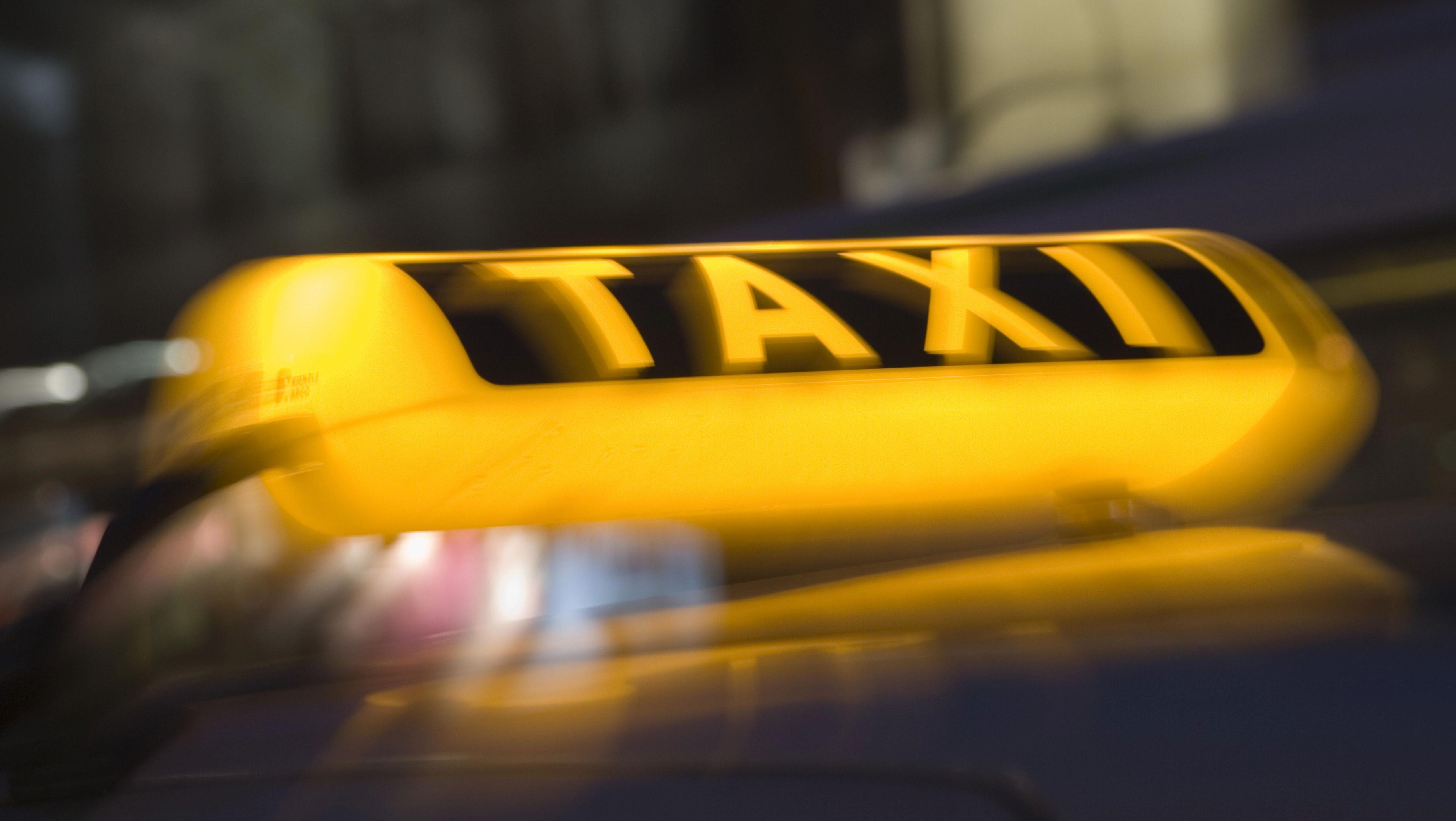 Symbolbild: Taxischild
