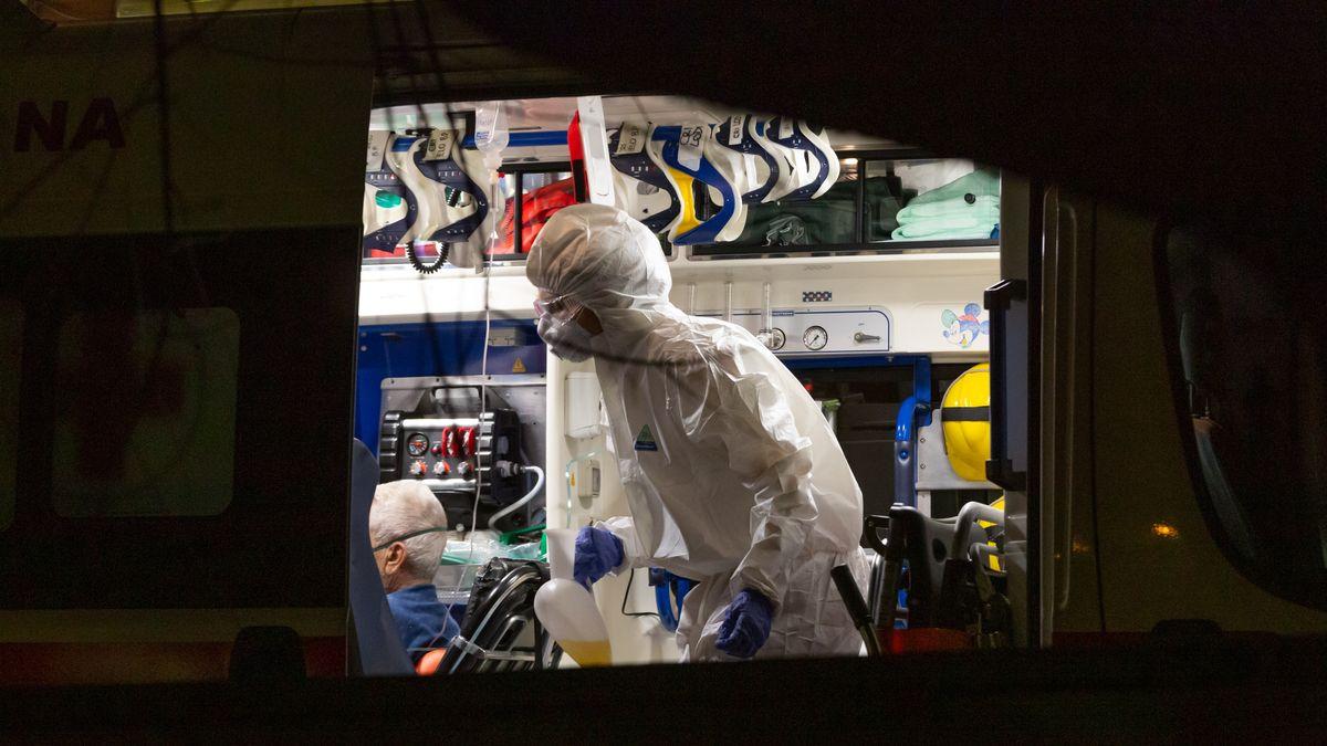 Mailand: Mit Coronavirus infizierte Patienten werden vom Krankenhaus in Codogno nach Mailand ins Sacco Krankenhaus gebracht. (21.02.2020)