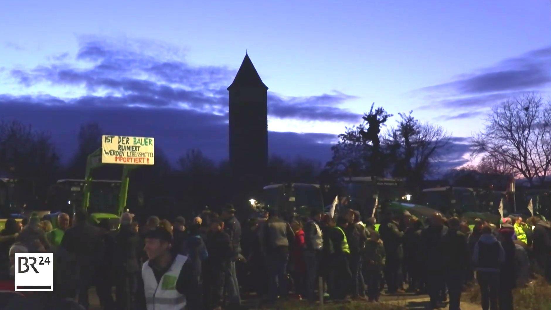 Deutschlandweit haben in den vergangenen Tagen Landwirte, wie etwa hier in Iphofen, gegen die Agrarpolitik protestiert.