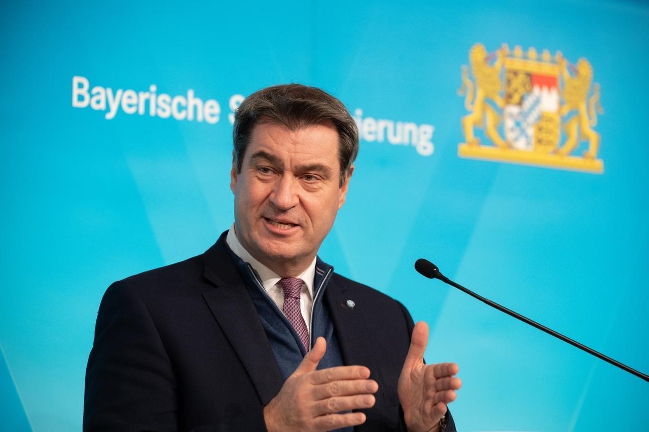 06.01.2021, Bayern, München: Markus Söder, Parteivorsitzender der CSU und Ministerpräsident von Bayern, spricht nach der Kabinettssitzung in der Pressekonferenz. Das Kabinett hat den seit Mitte Dezember bestehenden Corona-Lockdown in Bayern bis Ende Januar verlängert und verschärft. So wurden auch die Faschingsferien abgesagt. Foto: Matthias Balk/dpa +++ dpa-Bildfunk +++