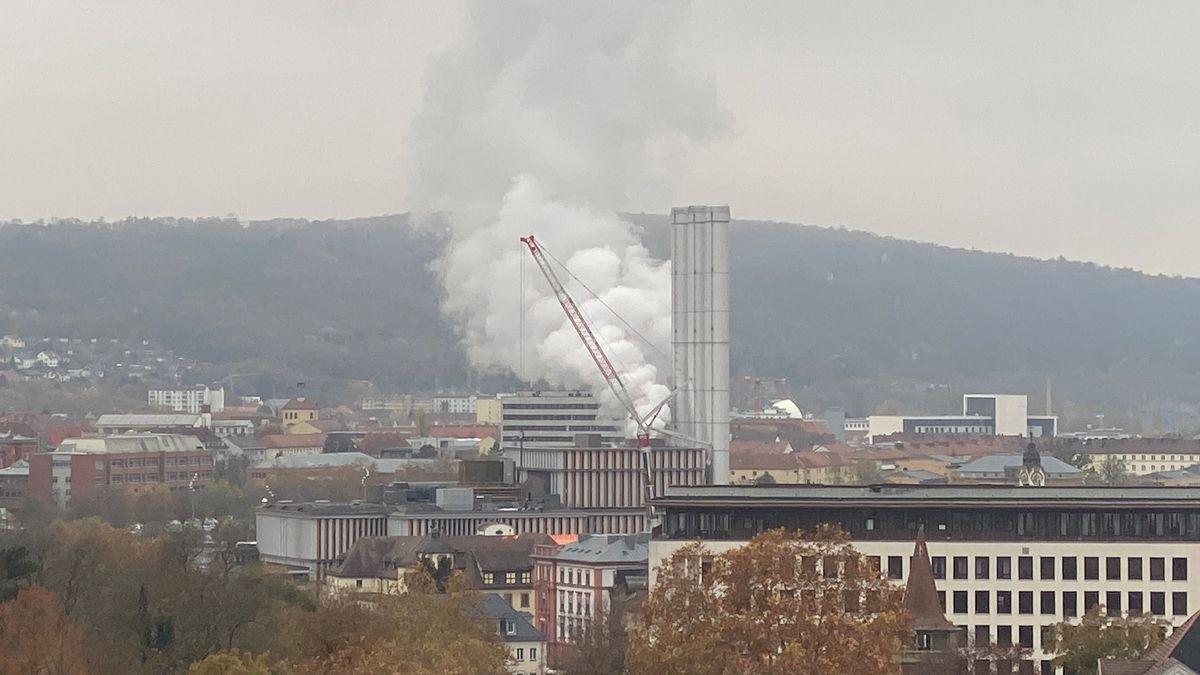 Dampf aus dem Würzburger Heizkraftwerk