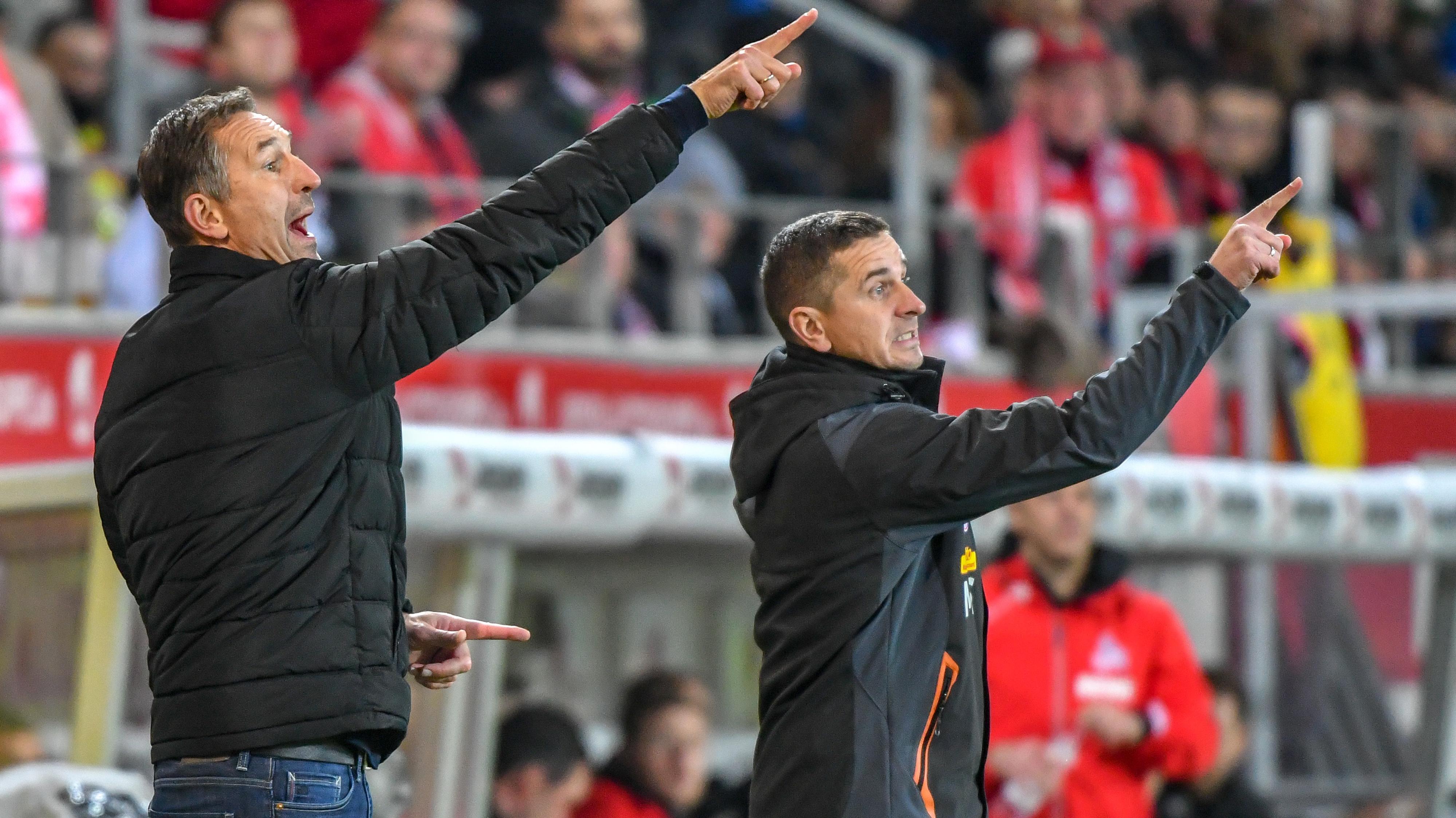 Regensburgs Coach Achim Beierlorzer (li.) und sein Cotrainer Mersad Selimbegovic